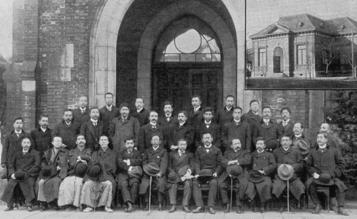 社会政策学会史料 第1回大会(1907年12月、東京帝国大学法科大学)記念写真